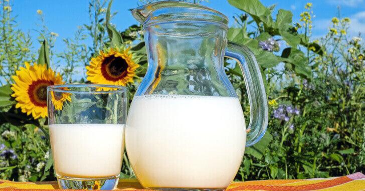 牛乳のイメージ写真